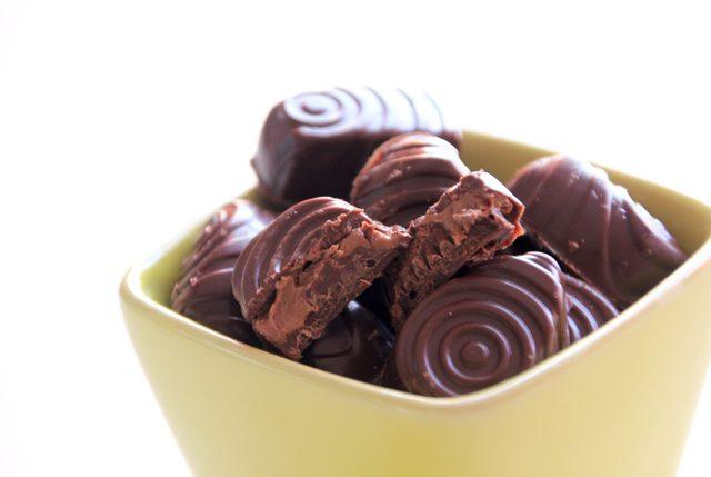 Bombones rellenos de crema de cacao